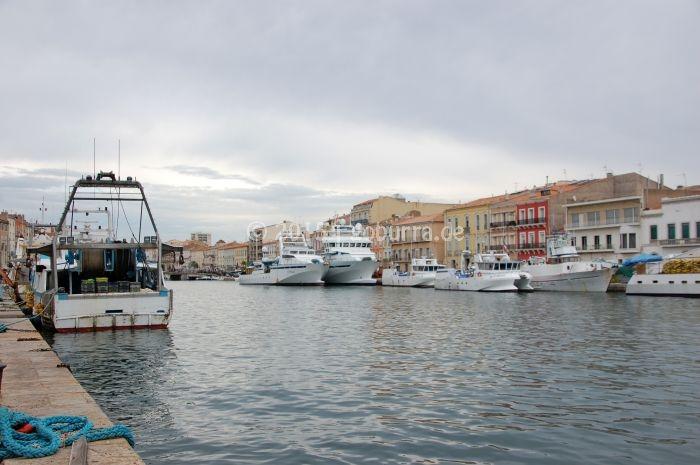 Fischtrawler in Sète