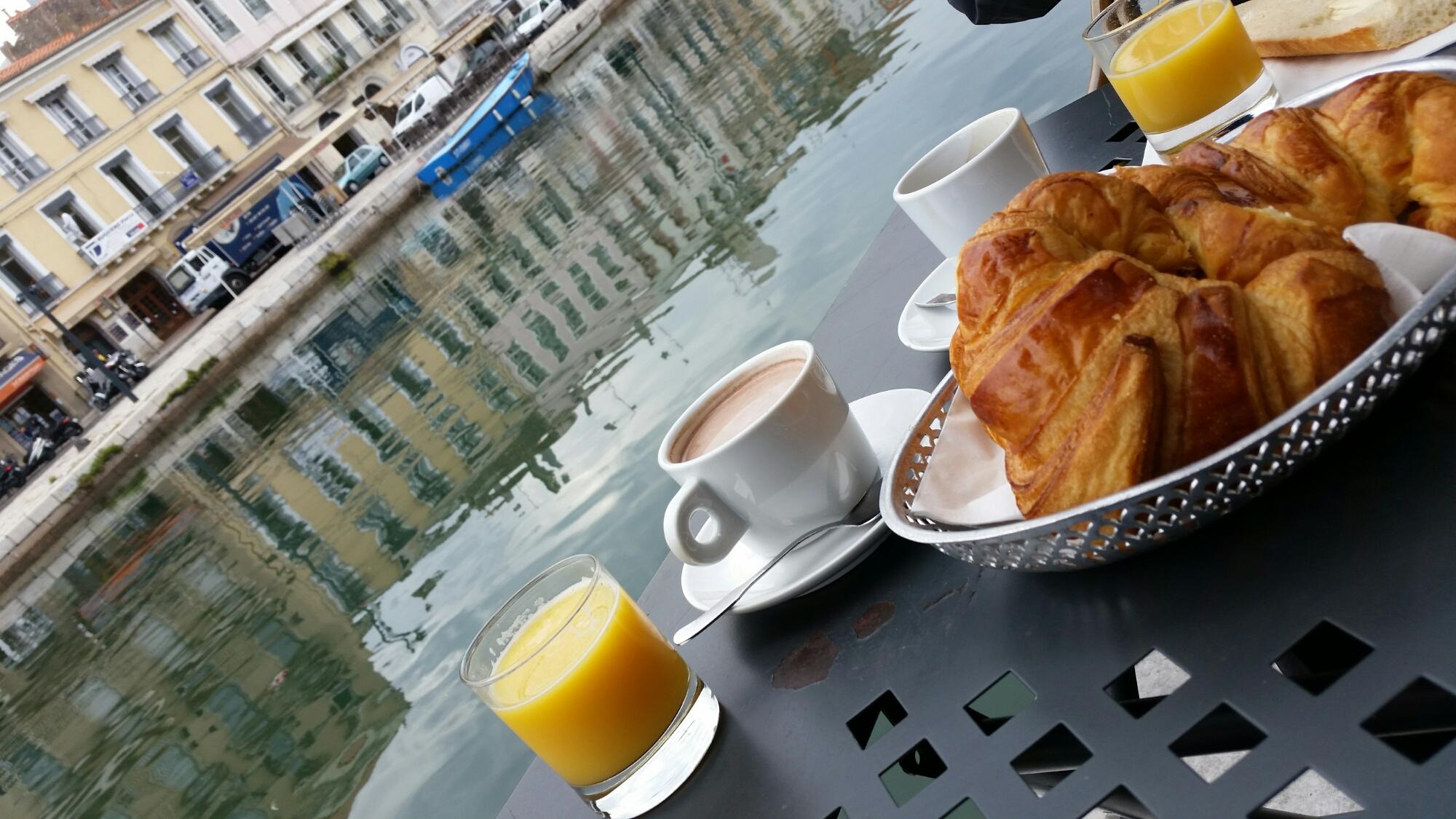 Frühstück in Sète